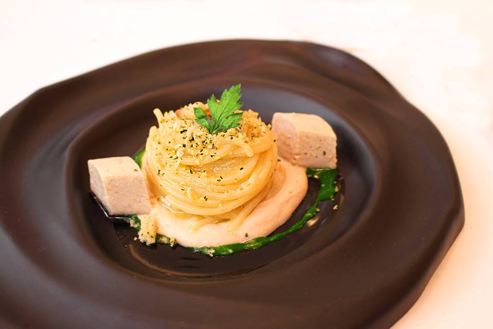 Spaghetti with tuna, breadcrumbs, pine nuts and caramelized onions on turnip sauce and Albacore Don Alfonso 1890 Restaurant